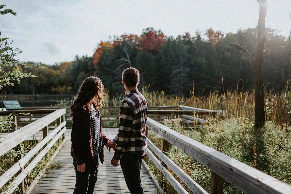 autumn-couple-by-a-lake-6